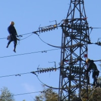 高圧線鉄塔の大掃除