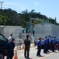 機動隊に守られて始まった工事用道路の整備/米軍の野営訓練