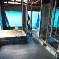 0,6㎥積みの生コン車で土間防湿コンクリート打設