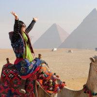 ヤッホー! とうとう、GIZA のピラミッドまで、やって来たじょおおおおお!