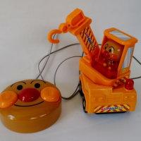 おもちゃの修理(アンパンマンんのクレーン車)