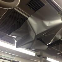電車のエアコンに張り付いた 紙