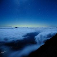 噴煙たなびく御嶽山