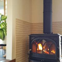 暮らしの空間にインテリアの価値・・・・モノとしての薪ストーブと薪ストーブが織り成す冬の価値、薪を一つの例にして考えると・・・・・。