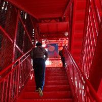 東京タワーを階段で登る