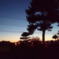 つ)遠くの夕暮れ
