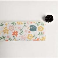 ハリネズミと花のペンケース