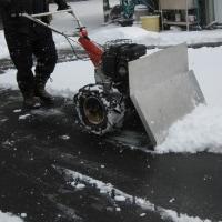 「手製の雪かき機大活躍」