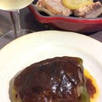 肉詰めピーマンと鮭のレモン塩焼き。
