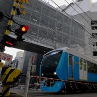 新静岡駅を発車した静岡鉄道はA3000形(2016年10月9日)