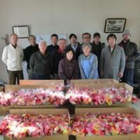 名取市の新成人に贈る花束作りをしました。