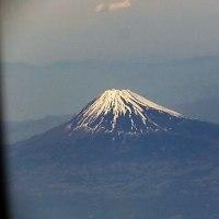 富士の高嶺は白かった