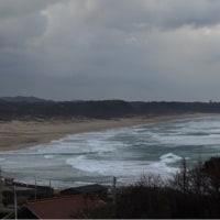 時化る波子海岸