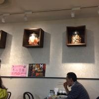 昼飯は中華料理店。麺を食べます。何にしようかな?