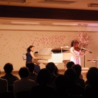 バンドとバイオリンとチューリップ