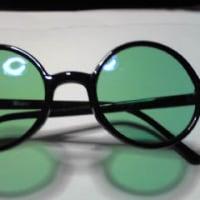 緑のメガネ