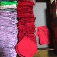 赤い布地を・・・