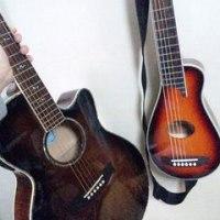 ミニギターを携えて。