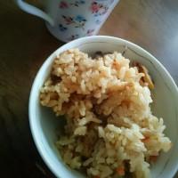 朝ご飯は、あさりの炊き込みご飯とコーヒー