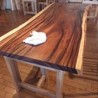 乾燥するこの季節は、一枚板テーブルのオイルメンテナンスを時々して欲しいのです。一枚板と木の家具の専門店エムズファニチャーです。