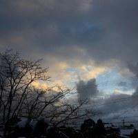 1月17日、日の出のころ。今日は雪は融けているが。