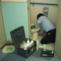 ■プロのトイレ掃除人に集会室トイレを掃除して貰い、臭くなくなりました。