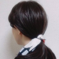 【簡単アレンジ】シンプルなローポニーテールを華やかにみせるスカーフ