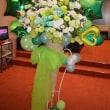 新宿の劇場にお届けの虹のバルーンスタンド花