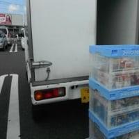 フードバンクと子ども食堂への寄贈食品を近所のスーパー2か所に取りに行って、届けるボランティアをしました。