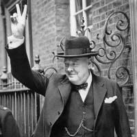 Vサインの魔術で勝利を呼んだイギリス首相