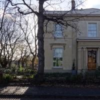 ギャスケル夫人が住んだ家!19世紀の内装で一般公開中。おさわりし放題!