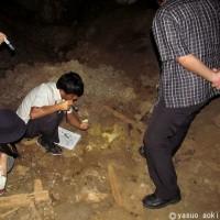 年末に見つけた洞窟内で、つづき