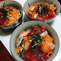 鉄火丼と蒸し野菜