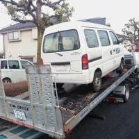 本日2台の商用バンを廃車処分の為、提携先の解体業者へ運びます!