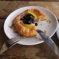 午後のケーキ・ブルーベリーデニッシュ