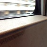 電車の窓辺