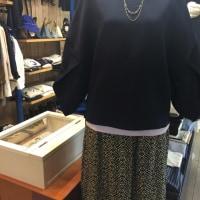 袖が大きくデザインがあるのが流行りです!いい感じの綺麗めコーデ