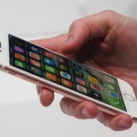 「iPhone は人体から5mm以上離して下さい」 はトリック? スマホユーザー必見!