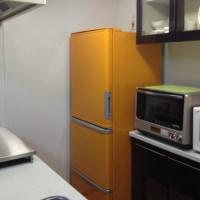 キッチンに合わせて冷蔵庫も黄色