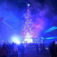 """""""巨大クリスマスツリー""""試験点灯..."""