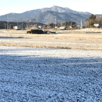 雪が降った田んぼからの筑波山