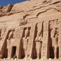 王妃 Nefertari のために建てた Abu Simbel 小神殿