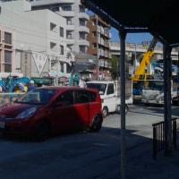 本日は駒川バス停前の水道管破裂・道路陥没。南港大通り東行き300メートル通行止め。東住吉区区役所前から南田辺西交差点まで大渋滞。
