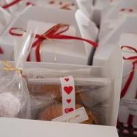 引き出物に添えるプチプレゼントの仕上げ