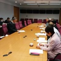 県民本位のやさしい三重県政をつくる会で副知事と懇談