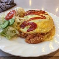 本日の特別サービス「オムライス」@まりも@日吉。  評判の美味しいオムライス。でも、やっぱり量が多くて学生街の定食はきつい。