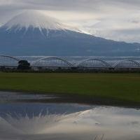 11/27の富士山と新幹線 二重笠雲??