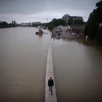 セーヌ川の大増水に襲われているパリ PARIS affected by enormous Seine level rise