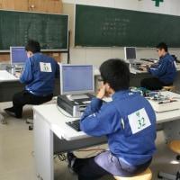 電子機械科17名が技能検定に挑戦!