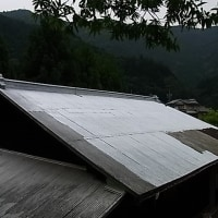 大雨前に屋根を塗り替える